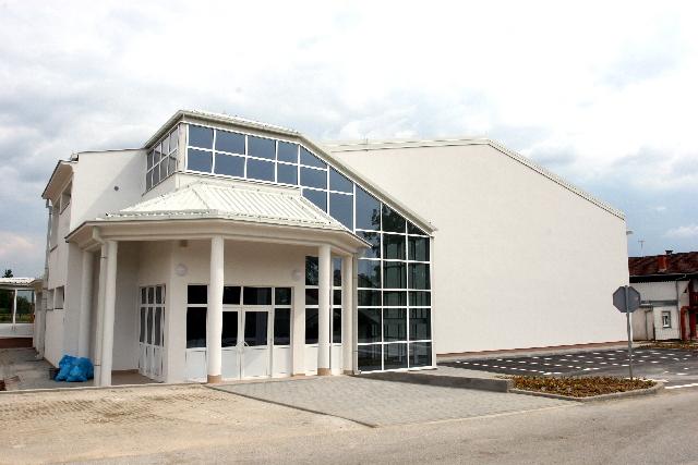 Školsko sportska dvorana u Adžamovcima